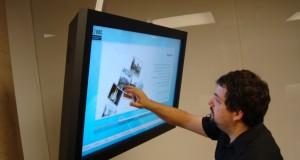 pantalla-tactil-visualpanel-artstudio-uoc2